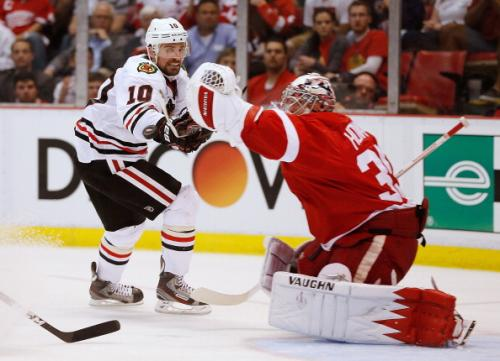 Blackhawks Look To Break Howard In Game 4