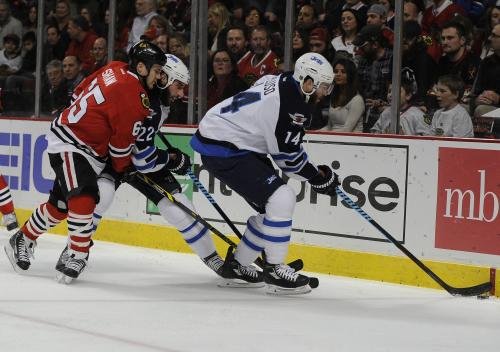 Jets Defeat Blackhawks 4-2 Behind 3rd-Period Rally