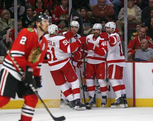 Red Wings Blast Blackhawks 4-1, Even Series