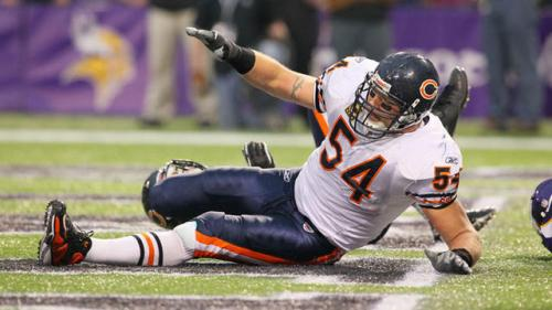 Urlacher's Knee Still Isn't Fully Healed